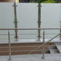Geländer Kellerabgang in Verbindung mit Sichtschutz