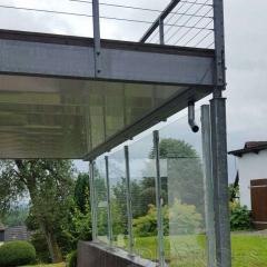 Windschutz mit Klarglasscheiben, Pfosten verzinkt2